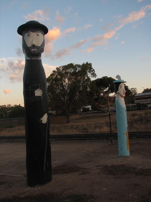 Glenrowan statues